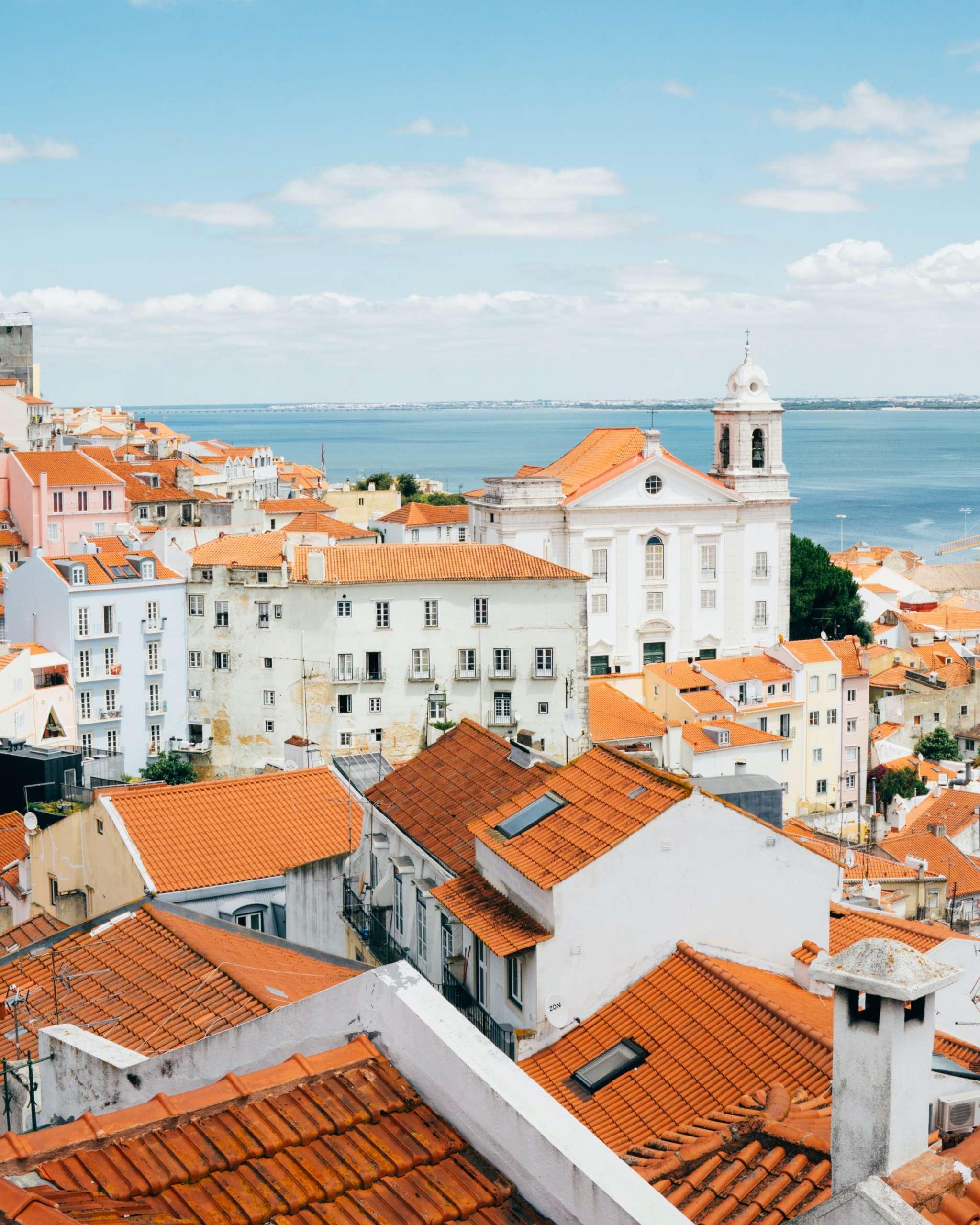 Da Lisbona: DONATELLA DI PIETRANTONIO presenta BORGO SUD